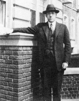 Lovecraft à Brooklyn en 1922. Donovan K. Loucks.